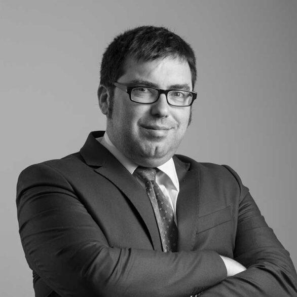 equipo abogados comunidades de propietarios vecindia eduardo bisbal gonzalez abogado especialista en propiedad horizontal 586x586 - Abogados Comunidades Propietarios Cádiz