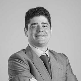 equipo abogados comunidades de propietarios vecindia jose antonio moreno de la santa socio fundador 586x586 - Abogados Comunidades Propietarios Cádiz